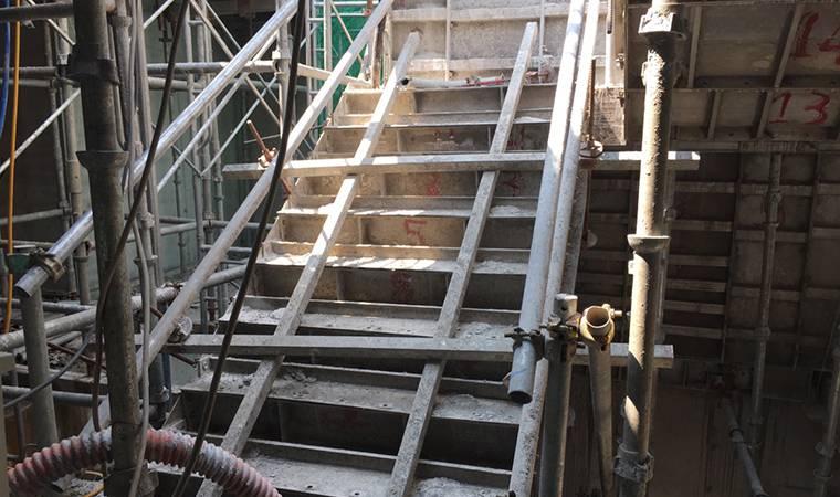gông chống cầu thang cốp pha nhôm